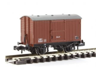 Graham Farish 377-986 - 12 Ton Eastern Ventilated Fruit Van BR Bauxite (Late)